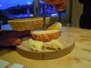 Fromage tete de Moine découpé en Girolles