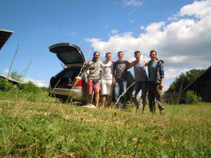 Des jeunes du village nous emmènent à Zeleny Hay