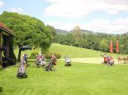 ...et mouvement de golf
