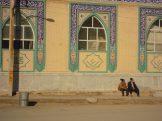 Pause au bord d'une mosquée